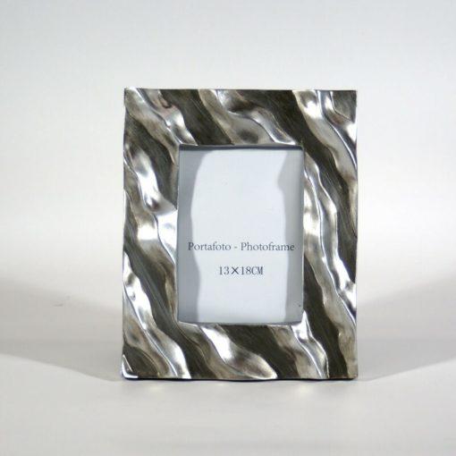 Hullámos mintájú, ezüst és szürke színű képkeret