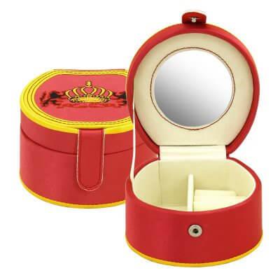 Piros ékszertartó doboz