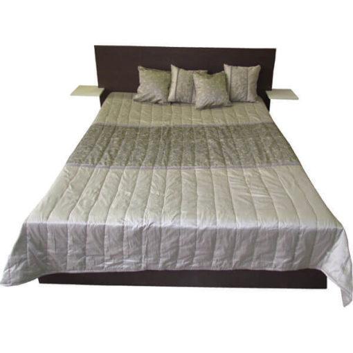 Elegáns, steppelt, műselyem ágytakaró