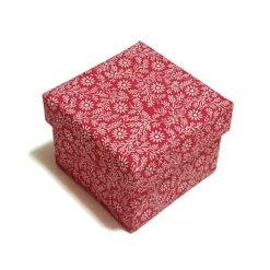 Díszdoboz anyag borítással piros virágokkal 10x8x10cm