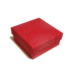 Díszdoboz anyag borítással piros színben fehér pöttyökkel 13x13x5