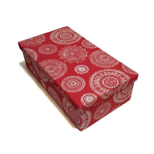 Díszdoboz anyag borítással piros színben virágokkal 43x12