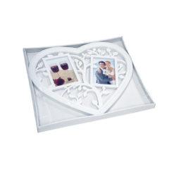 Fehér szív alakú 2 részes fényképtartó fa mintával