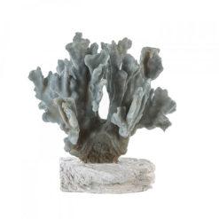 Világoskék korált formázó szobor fehér talapzaton