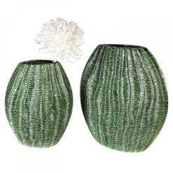 Zöld színű kerámia váza strukturált felülettel